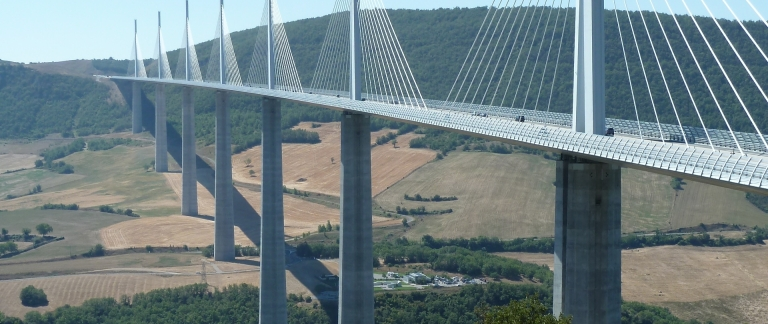 THE VIADUC DE MILLAU IS THE TALLEST CABLE-STAYED BRIDGE IN THE WORLD. ITS 343-M TOWERS ALSO MAKE IT THE TALLEST STRUCTURE IN FRANCE. THE OUTLET CENTER TAKES ITS NAME FROM THE BRIDGE. IMAGE: ROLF BAUER / PIXELIO.DE