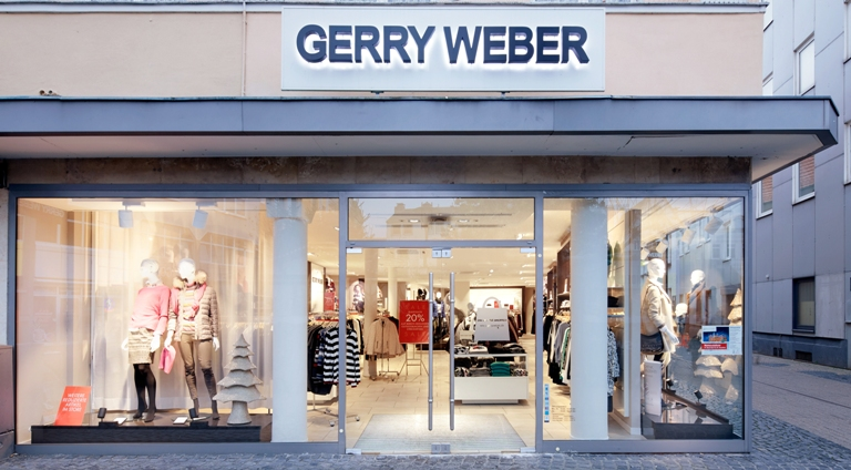Even in passing, the interior and warm lighting in the Gerry Weber store enchant passersby. Image: Zumtobel