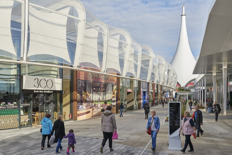 """Together with the """"Fashion Promenade,"""" the Fashion Loop – a circular concourse that connects the northern and southern sections of the mall – forms the heart of Ruhr Park. Image: Unibail-Rodamco