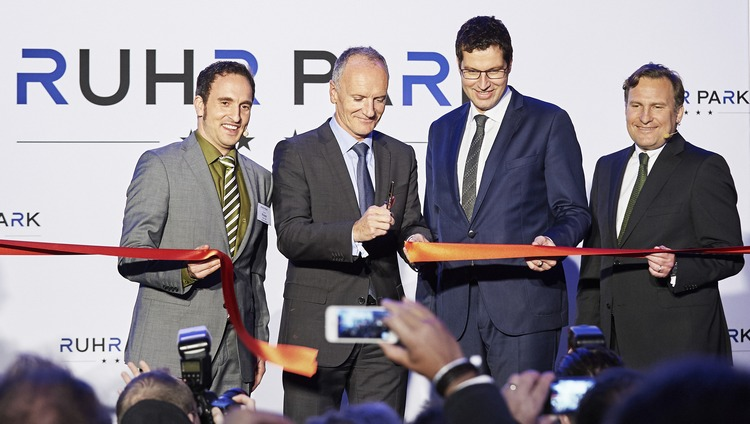 (Left to right) Center Manager Christian Krause; Christophe Cuvillier, CEO of Unibail-Rodamco; Bochum's Mayor, Thomas Eiskirch; and Karl Reinitzhuber, CEO of Unibail-Rodamco Germany, during the ribbon cutting. Image Unibail-Rodamco|Schäfer