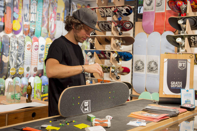 Specialties: Your ride. Our mission. Blue Tomato Snow / Surf / Skate Shop. More than brands and products to provide you with the best equipment and styles!Location: Marktgasse 55 Bern Switzerland.
