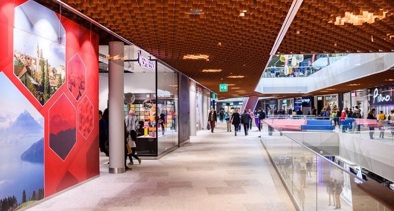 Nespresso decided to go with a pop-up store at the Mall of Switzerland.