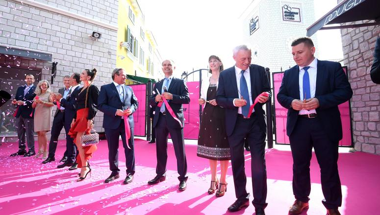 Pink ribbon-cutting ceremony of the Designer Outlet Croatia